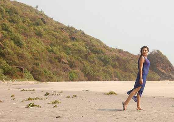 3 AM : The Hour Of The Dead Anindita Nayar Hot Blue Dress Stills
