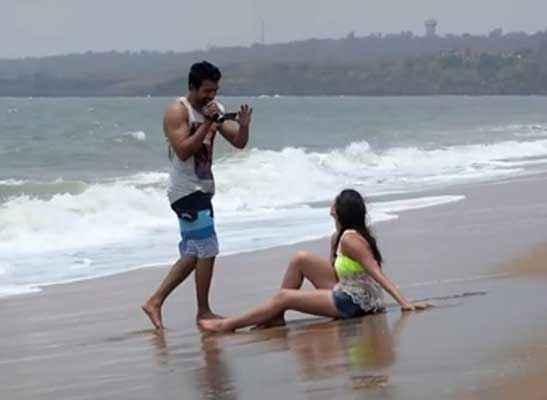 3 AM : The Hour Of The Dead Rannvijay Singh Anindita Nayar Beach Pics Stills