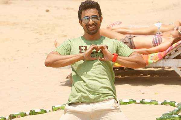 3 AM : The Hour Of The Dead Rannvijay Singh On Beach Stills