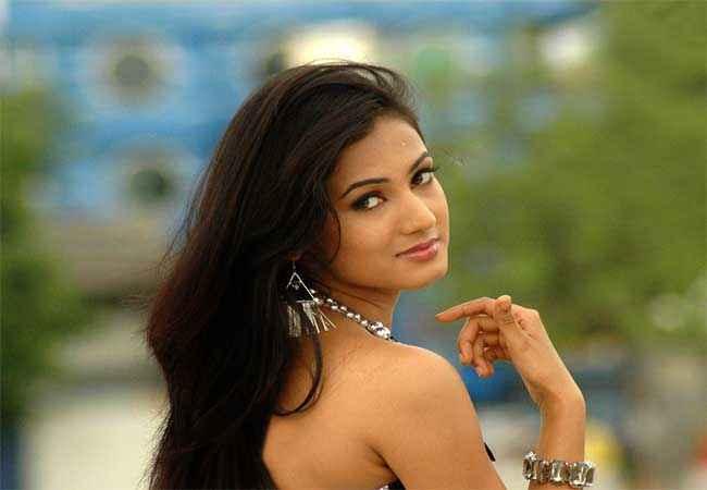 3G (2013) Star Cast Sonal Chauhan