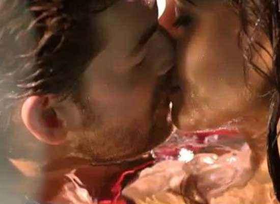 3G (2013) Neil Nitin Mukesh Kiss Scene Stills