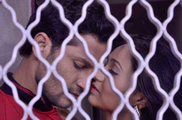 The Untold Story Aahinsa Nafe Khan Kaashvi Kanchan kiss Scene Stills