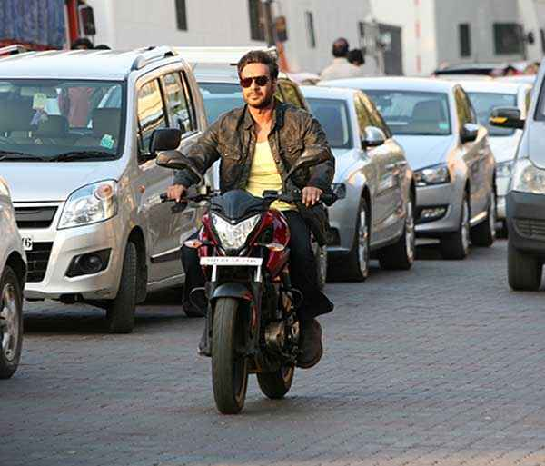 Action Jackson Ajay Devgn On Bike Stills