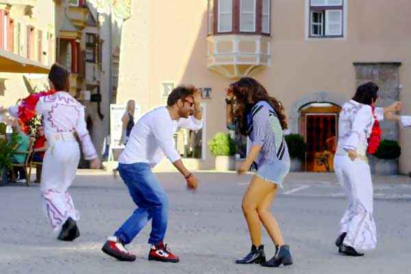 Action Jackson Ajay Devgn Sonakshi Sinha Dance Style Stills