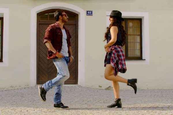 Action Jackson Ajay Devgn Sonakshi Sinha Sexy Legs Stills