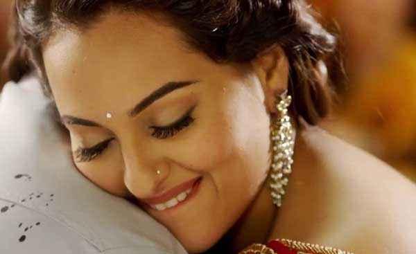 Action Jackson Sonakshi Sinha Hugging Ajay Devgn  Stills