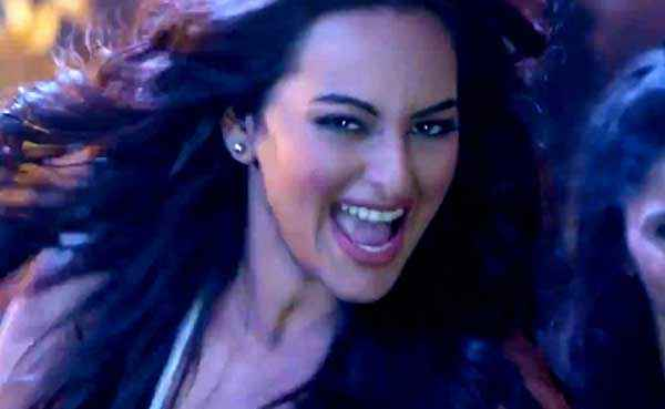 Action Jackson Sonakshi Sinha Teeth Stills