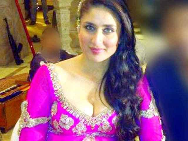 Agent Vinod Karina Kapoor Hot Mujra Stills