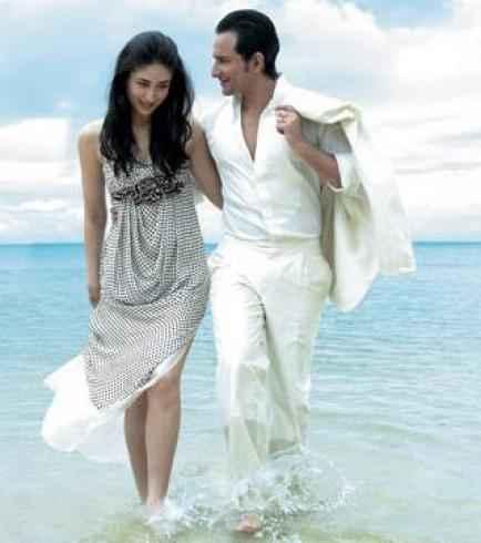 Agent Vinod Saif Ali Khan and Karina Kapoor in Water Scene Stills