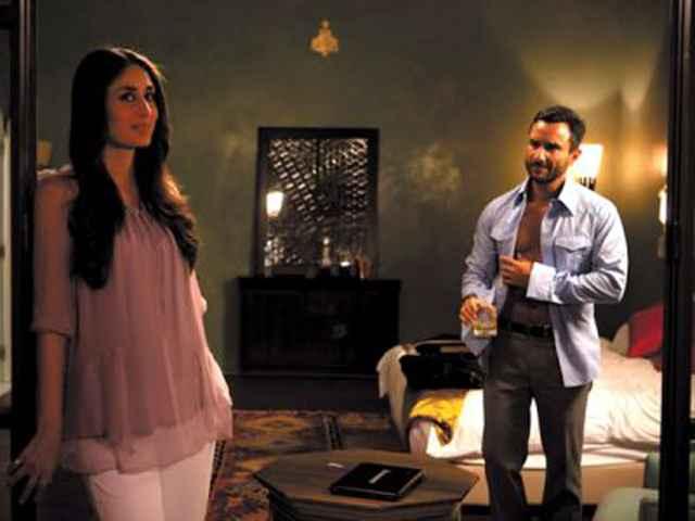 Agent Vinod Saif Ali Khan and Karina Kapoor Sexy Scene Stills