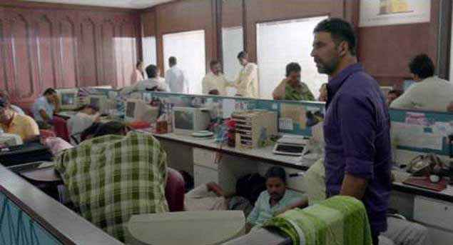Airlift Akshay Kumar In Computer Lab Stills