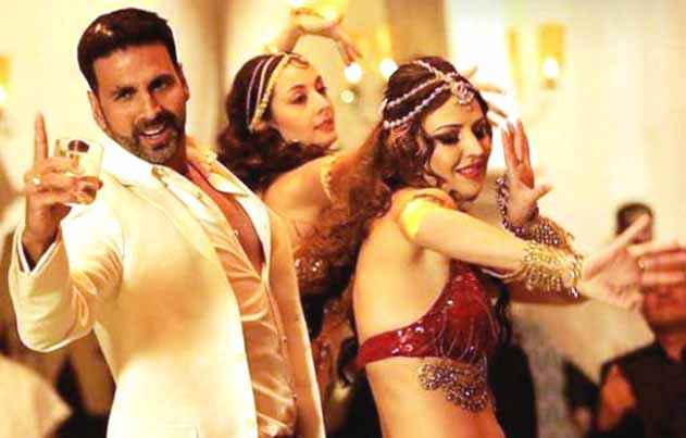 Airlift Akshay Kumar In Dil Cheez Tujhe Dedi Song Stills