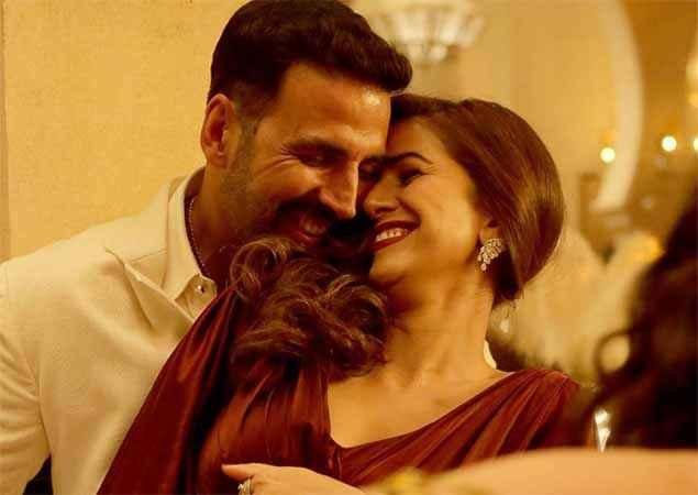 Airlift Akshay Kumar Nimrat Kaur Romantic Scene Stills
