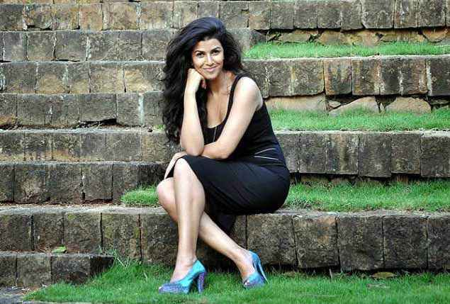 Airlift Nimrat Kaur Wallpaper Stills