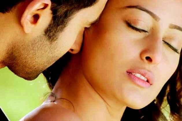 Ajab Gazabb Love Jackky Bhagnani Nidhi Subbaiah Kiss Scene Stills