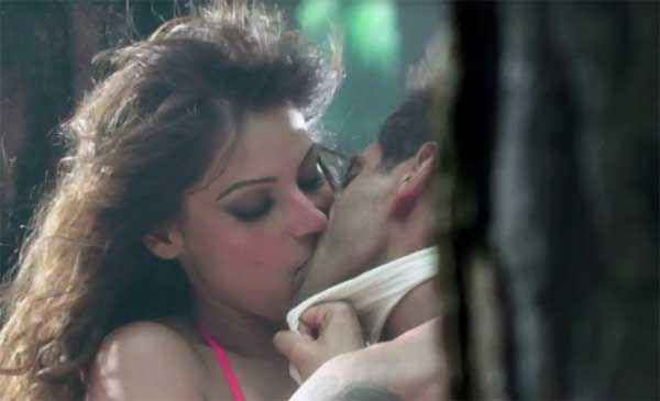 Alone Bipasha Basu Karan Singh Grover Hot Kiss Scene Stills
