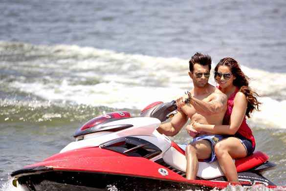 Alone Karan Singh Grover Bipasha Basu Hot Dress Water Riding Stills