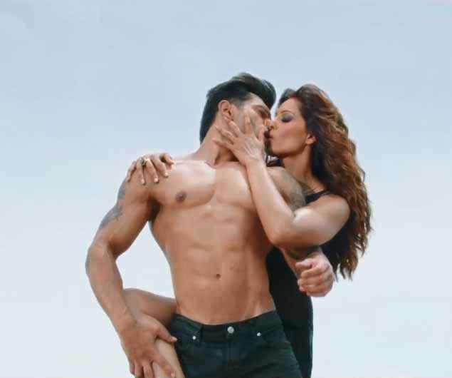 Alone Karan Singh Grover Bipasha Basu Hot Kissing Wallpaper Stills