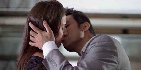 Amit Sahni Ki List Vir Das Anindita Nayar Kiss Scene Stills