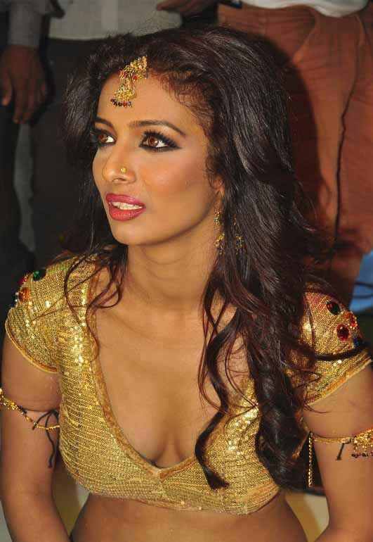 Babuji Ek Ticket Bambai Heena Panchal Boobs Cleavage Stills