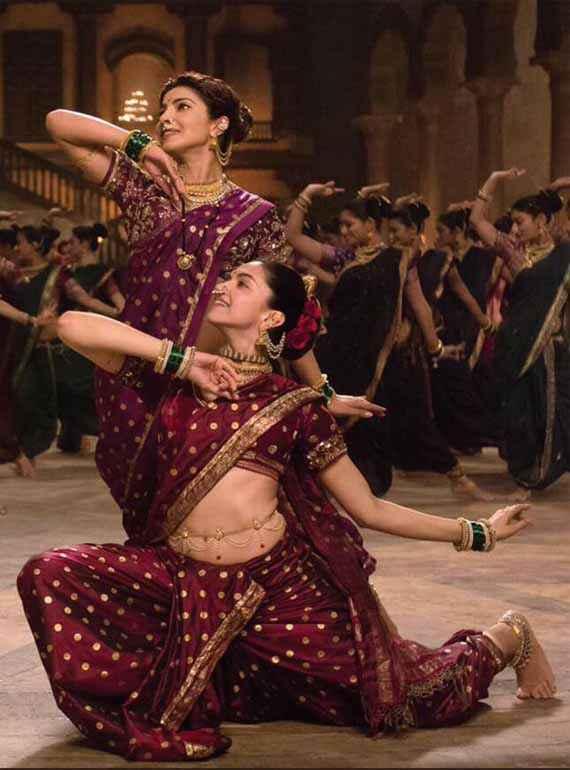 Bajirao Mastani Deepika Padukone Priyanka Chopra Dance Steps Stills