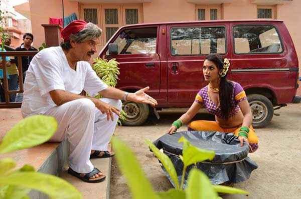 Balwinder Singh Famous Ho Gaya Asrani Gabriela Bertante Stills