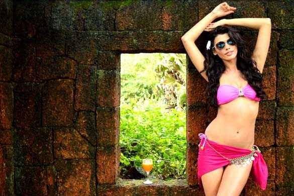 Balwinder Singh Famous Ho Gaya Gabriela Bertante Bikini Pics Stills