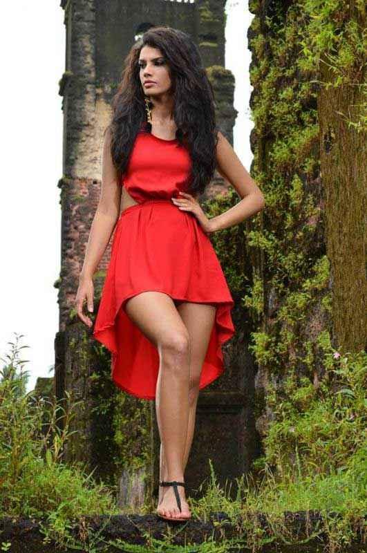 Balwinder Singh Famous Ho Gaya Gabriela Bertante In Red Dress Stills