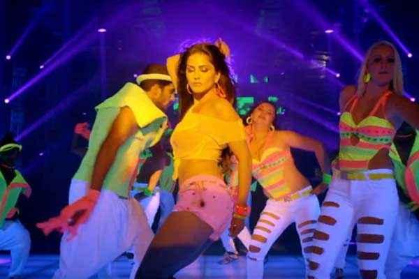 Balwinder Singh Famous Ho Gaya Hot Sunny Leone Dance In Shake That Booty Stills