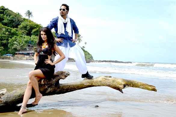 Balwinder Singh Famous Ho Gaya Mika Singh Gabriela Bertante Hot Photo Stills
