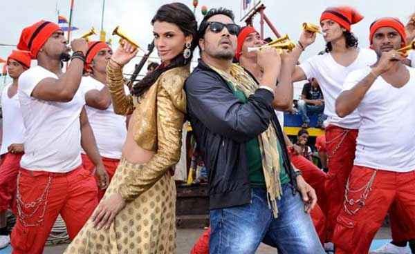 Balwinder Singh Famous Ho Gaya Mika Singh Gabriela Bertante In Song Stills