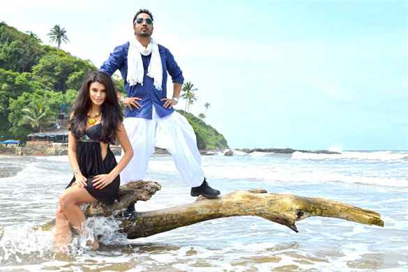 Balwinder Singh Famous Ho Gaya Mika Singh Gabriela Bertante Stills
