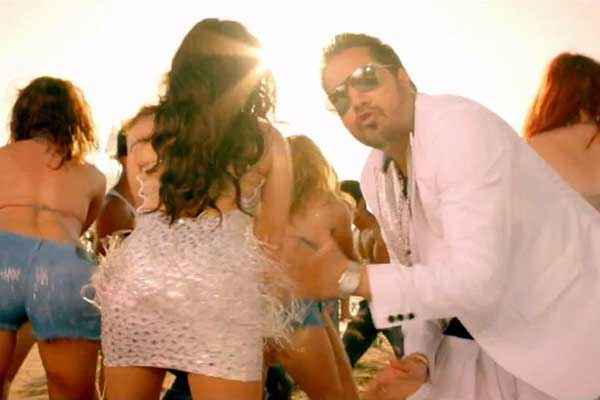 Balwinder Singh Famous Ho Gaya Sunny Leone Mika Singh In Shake That Booty Stills