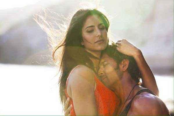 Bang Bang Hrithik Roshan Katrina Kaif Hug Scene In Meherbaan Stills