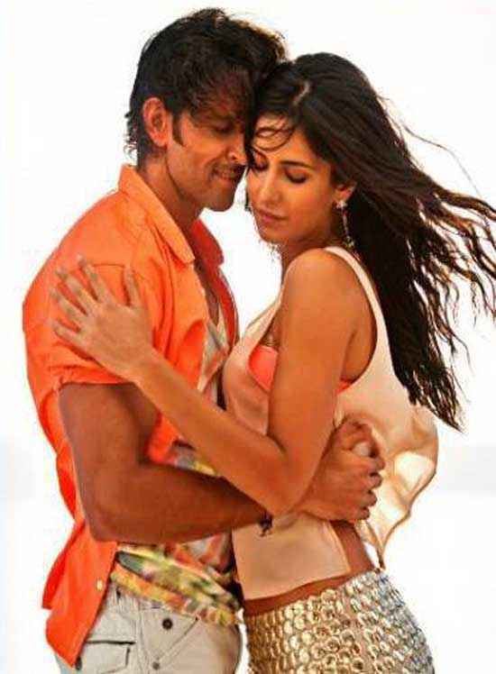 Bang Bang Hrithik Roshan Katrina Kaif Romance In Meherbaan Song Stills