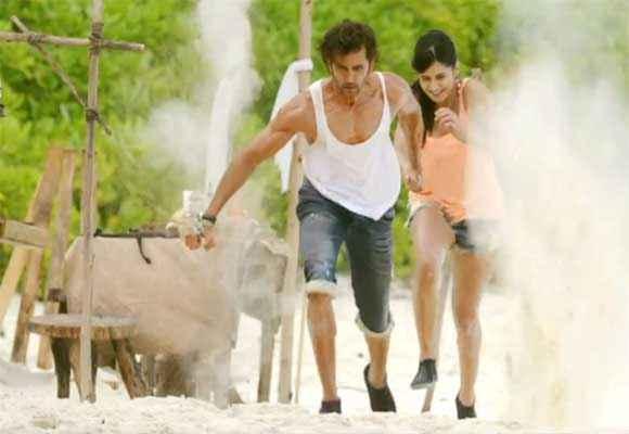 Bang Bang Hrithik Roshan Katrina Kaif Running In Capri Stills