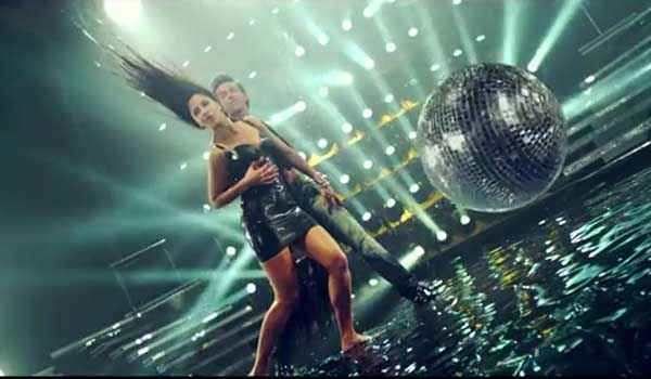 Bang Bang Hrithik Roshan Katrina Kaif Water Dance In Bang Bang Title Song Stills