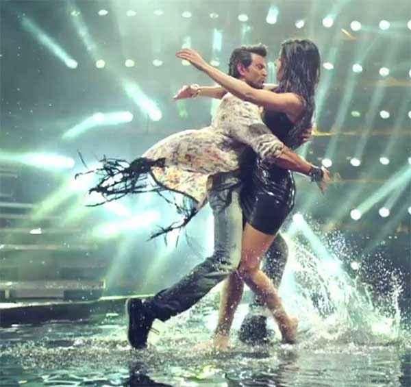 Bang Bang Hrithik Roshan Katrina Kaif Water Dance Stills