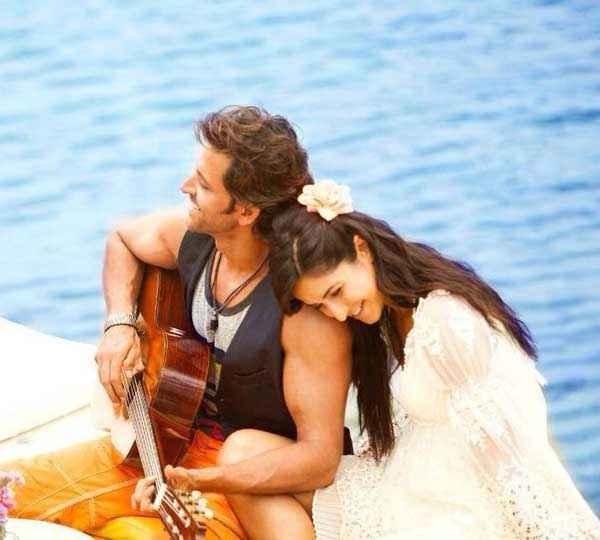 Bang Bang Hrithik Roshan Katrina Kaif With Guitar Stills