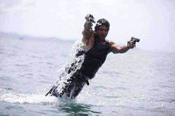 Bang Bang Hrithik Roshan Water Stunt Stills