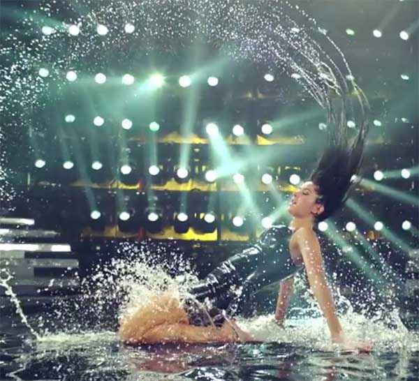 Bang Bang Katrina Kaif Hot Water Dance Stills
