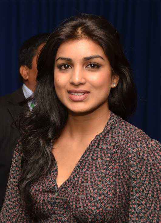 Besharam Star Cast Pallavi Sharda