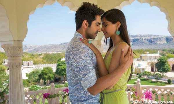 Bewakoofiyaan Ayushmann Khurrana Sonam Kapoor Romance Scene Stills
