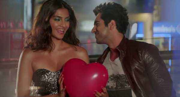 Bewakoofiyaan Ayushmann Khurrana Sonam Kapoor With Love Stills