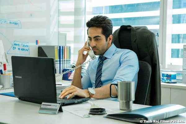 Bewakoofiyaan Ayushmann Khurrana With Laptop Stills