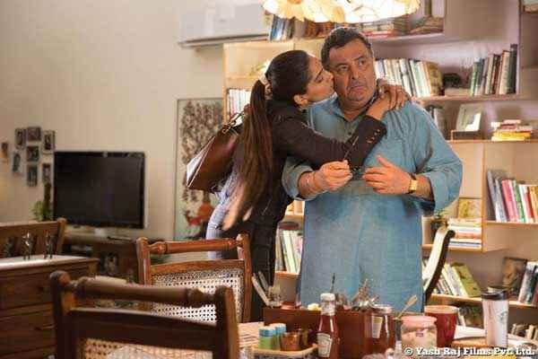 Bewakoofiyaan Sonam Kapoor Kissing to Rishi Kapoor Stills