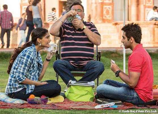 Bewakoofiyaan Sonam Kapoor Rishi Kapoor Ayushmann Khurrana Playing Cards Stills
