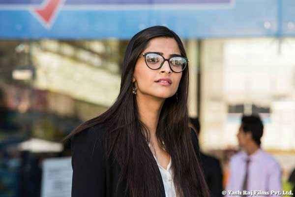 Bewakoofiyaan Sonam Kapoor With Goggle Stills