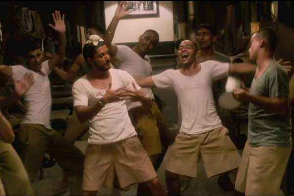 Bhaag Milkha Bhaag Farhan Akhtar In Maston Ka Jhund Dance Stills
