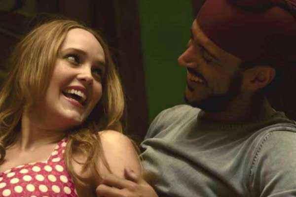 Bhaag Milkha Bhaag Farhan Akhtar Rebecca Breeds Romantic Scene Stills
